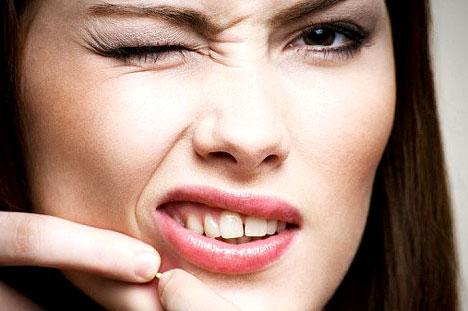 https://www.vivonline.nl/wp-content/uploads/2015/07/pimple-face.jpg