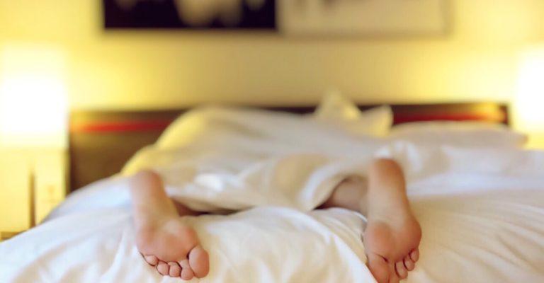 sleeping-1159279_1920